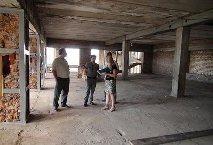 Кира Канаян обсуждает проект детского торгового центра «Акбота», г. Астана